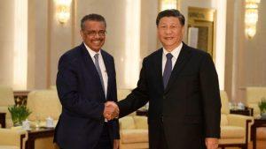 El director general de la OMS, Tedros Adhanom, junto al presidente chino Xi Jinping. EFE